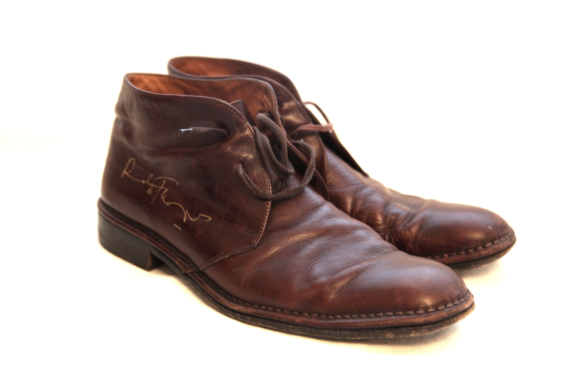 2014 Ralph donated a UK size 11 pair of brown leather John Varvatos shoes.