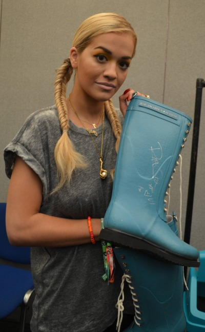 In 2013 Rita donated thesesize 6 by Isle Jacobsen shoes.